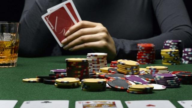Ini adalah karakteristik obrolan langsung dari situs poker online terbaik
